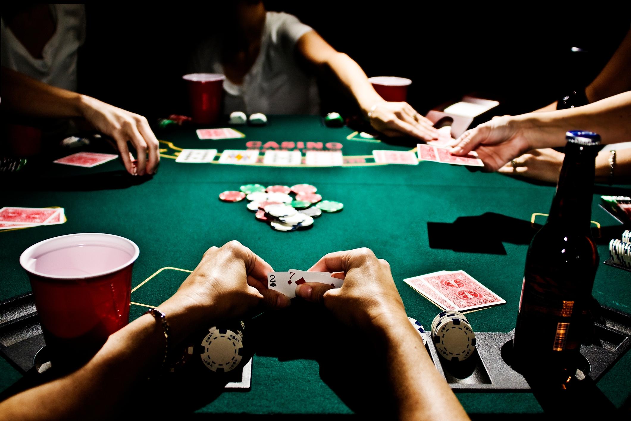 Как-научится-играть-в-покер