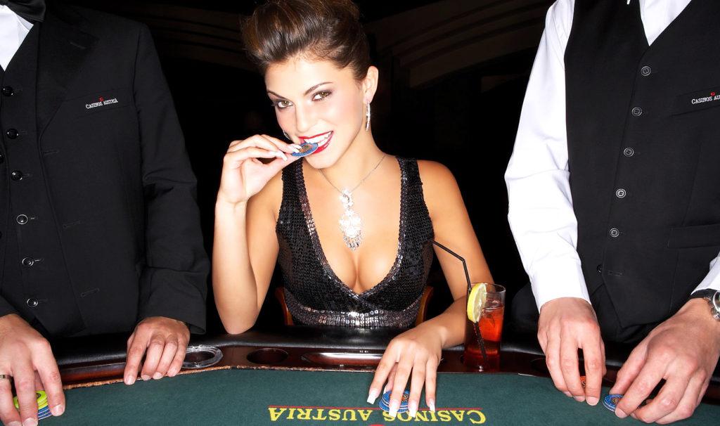 Женщина-за-игровым-столом